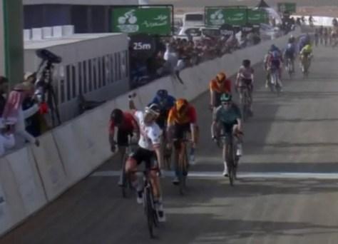 Rui Costa vence a primeira etapa do Tour da Arábia Saudita