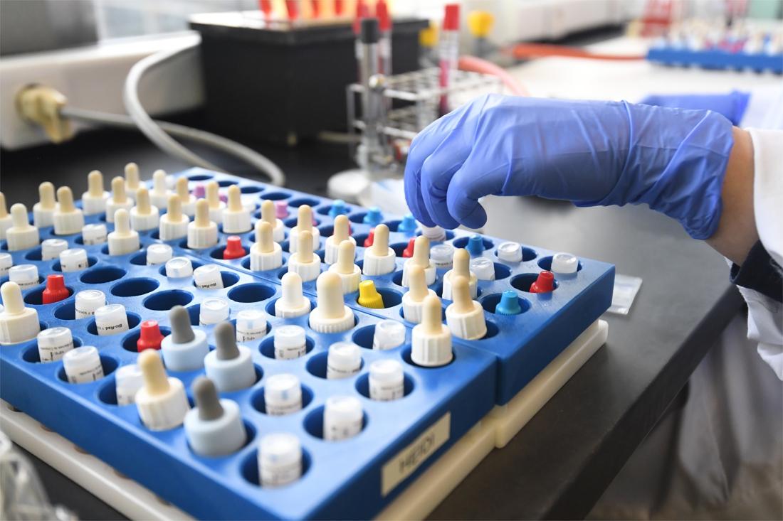 """Coronacijfers blijven stijgen, nu gemiddeld 184 nieuwe besmettingen per dag: """"Alle indicatoren staan op rood"""""""