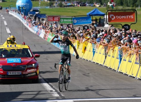 Lennard Kämna ascende à vitória na penúltima etapa em Dauphiné, o líder Roglic cai (mas sem problemas)