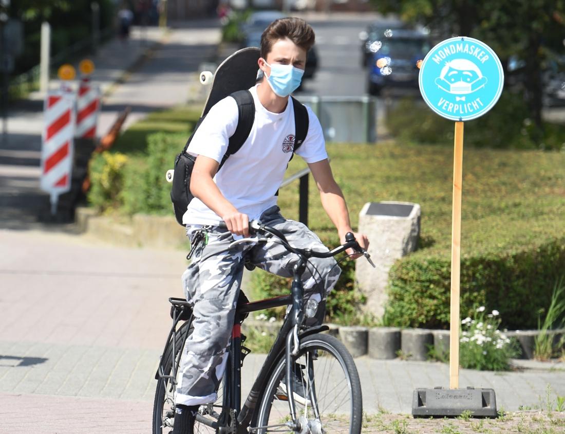 """Marc Van Ranst pleit ondanks stijgend aantal besmettingen niet voor verstrenging: """"Schaf de absurde regels af"""""""