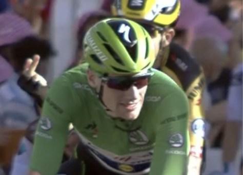 Van Aert é multado por dedo médio, pouco sentimento de culpa em Peter Sagan
