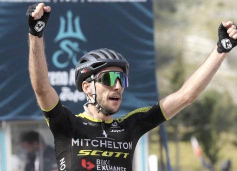 Quinta etapa Tirreno-Adriatico: vitória da etapa e camisa de líder para Simon Yates, Van der Poel no ataque o dia todo