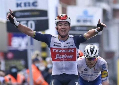 """REAÇÕES.  Mads Pedersen se beneficia da rivalidade entre os perseguidores em Gent-Wevelgem: """"Tive fé na minha corrida"""""""