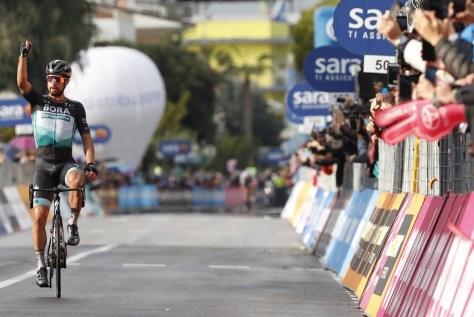 RESULTADO ESTÁGIO 10 GIRO.  Após 461 dias, Peter Sagan sabe mais uma vez o que é vencer: o eslovaco termina um solo brilhante