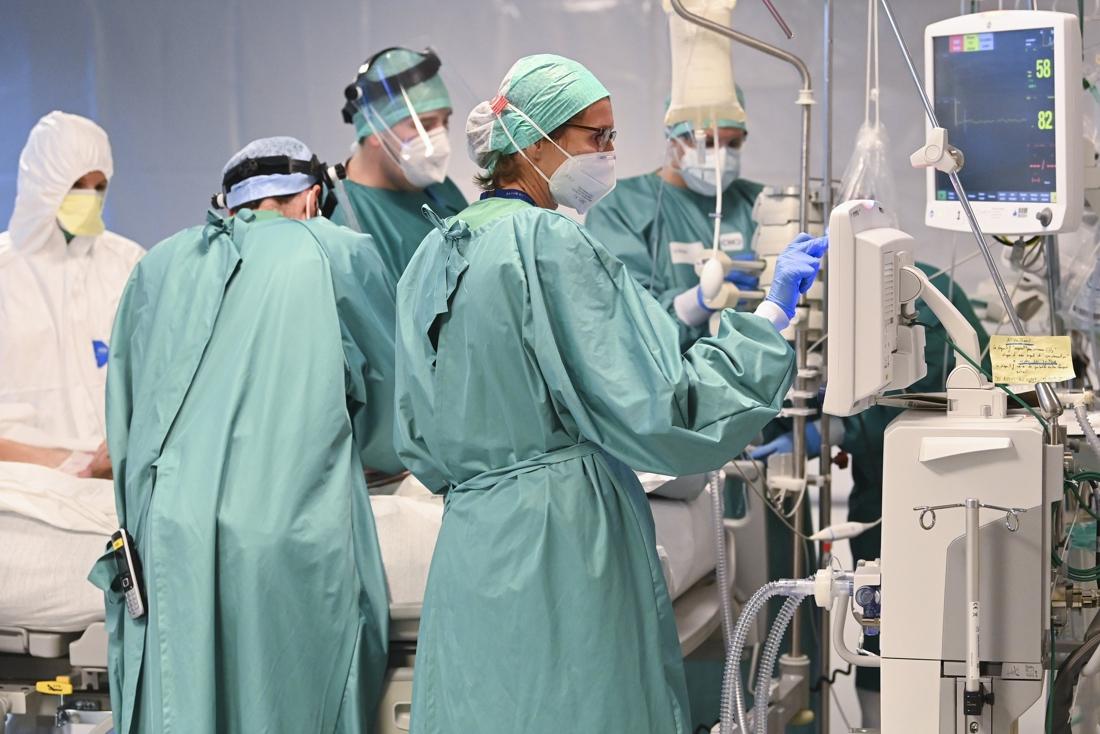 Ziekenhuisopnames door Covid-19 blijven dalen: donderdag laagste aantal sinds 19 oktober, wel minder mensen naar huis