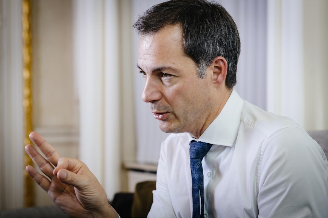 """Premier Alexander De Croo (Open VLD): """"Wil je opnieuw naar de kapper? Hou je dan aan de regels"""""""