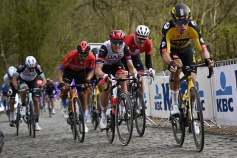 Wout van Aert completa uma fuga de monstros no espetacular Gent-Wevelgem com uma corrida de velocidade magistral