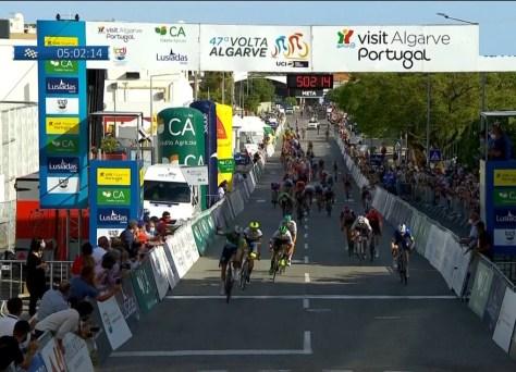 A Terceira etapa da Volta ao Algarve é novamente uma presa para Sam Bennett e Deceuninck - Quick Step