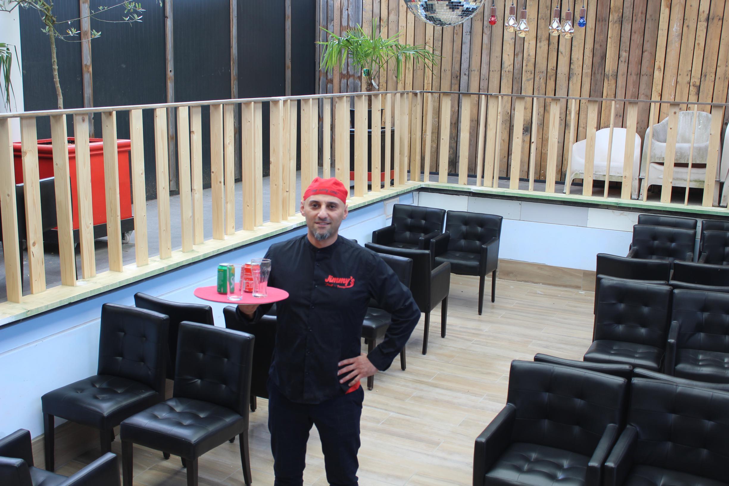 Radiostem sven pichal (42) heeft het in een column opgenomen voor comedian william boeva (31). In dit Zonhovens café kan je terrassen in een zwembad