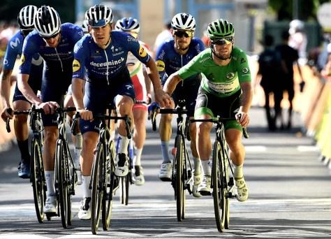 Mark Cavendish sobrevive ao mítico Ventoux e homenageia Tom Simpson, Dane o salva por quatro (!) Segundos