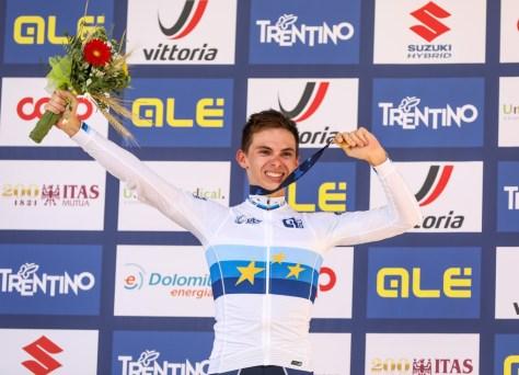 Só não uma nova medalha: o francês Romain Gregoire torna-se campeão europeu júnior com o norueguês Hagenes e o compatriota Martinez, Van Mechelen em quarto