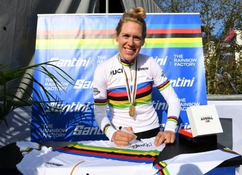 "Ellen van Dijk mais uma vez se coroou como campeã mundial de contra-relógio: ""Tenho roido as unhas na berlinda"""
