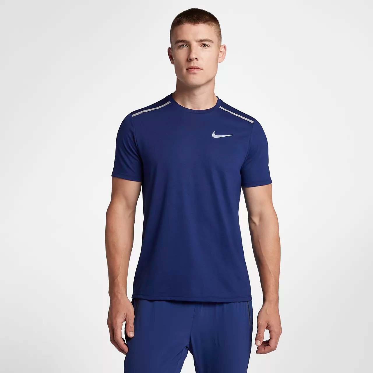 Nike Dri-FIT Rise 365 男款短袖跑步上衣。Nike TW