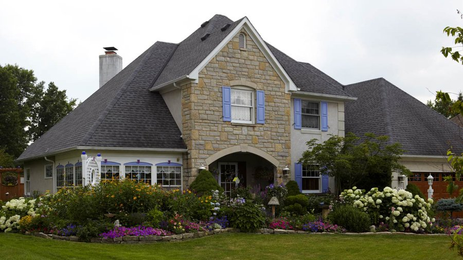 5 Front-Yard Landscaping Secrets   Better Homes & Gardens on Front Side Yard Ideas id=48886