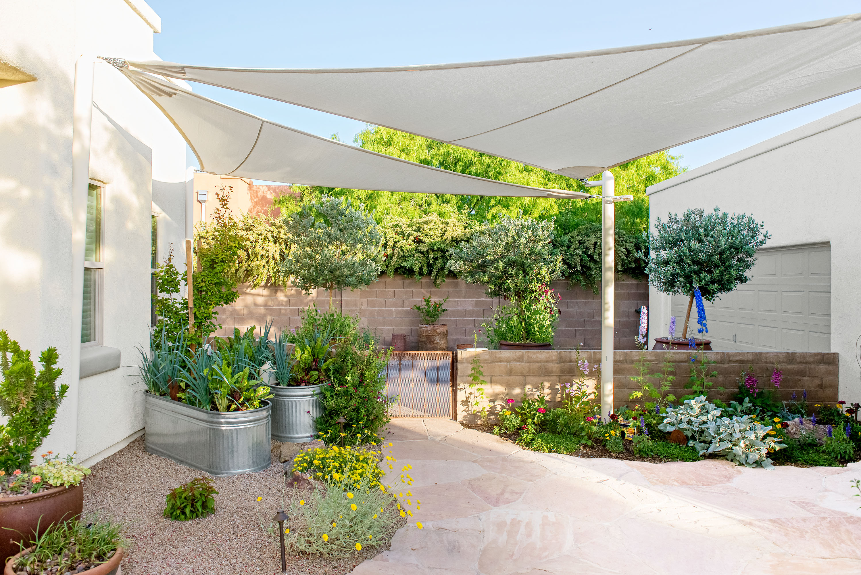Build a Concrete Block Wall | Better Homes & Gardens on Backyard Cinder Block Wall Ideas  id=83849