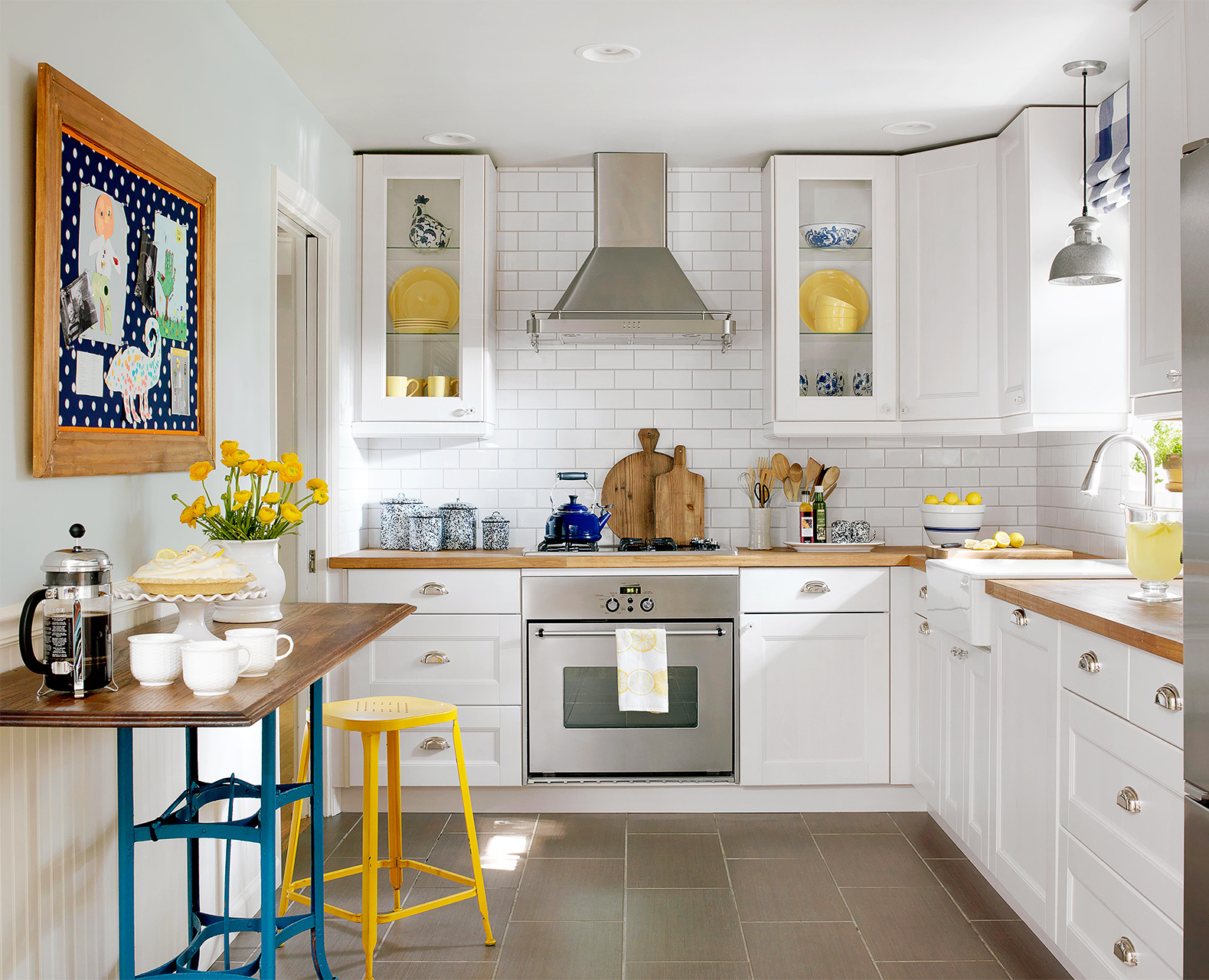 Make a Small Kitchen Look Larger | Better Homes & Gardens on Best Small Kitchens  id=25078
