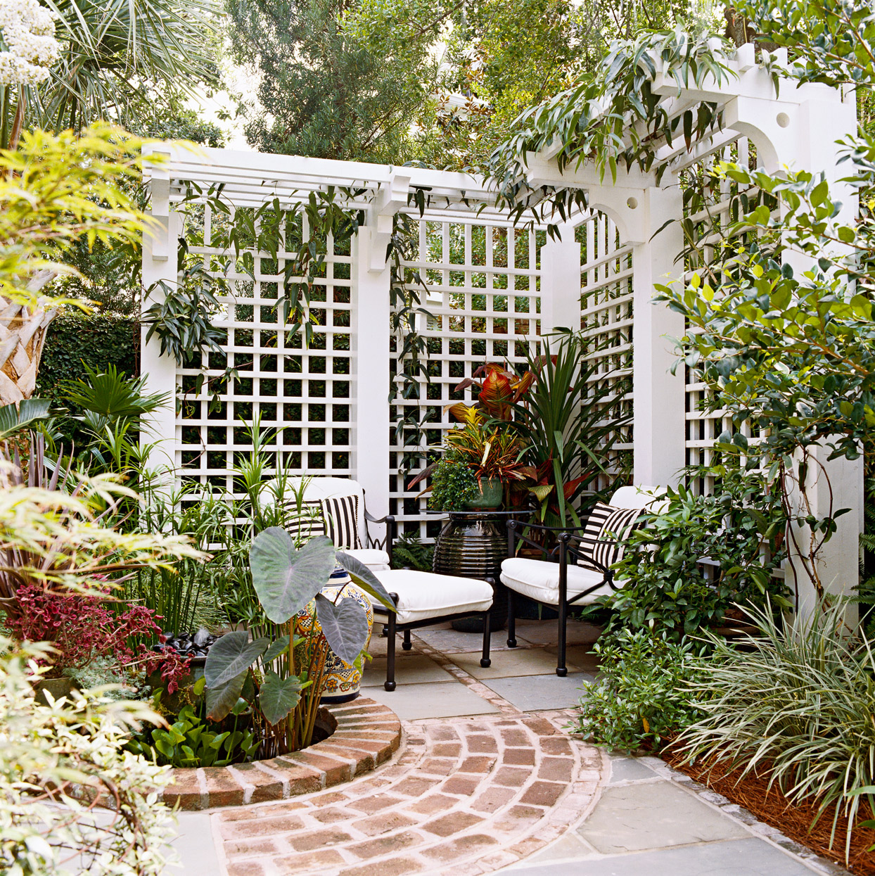 19 Beautiful Trellis Fence And Screen Ideas To Turn Your Yard Into A Private Escape Better Homes Gardens