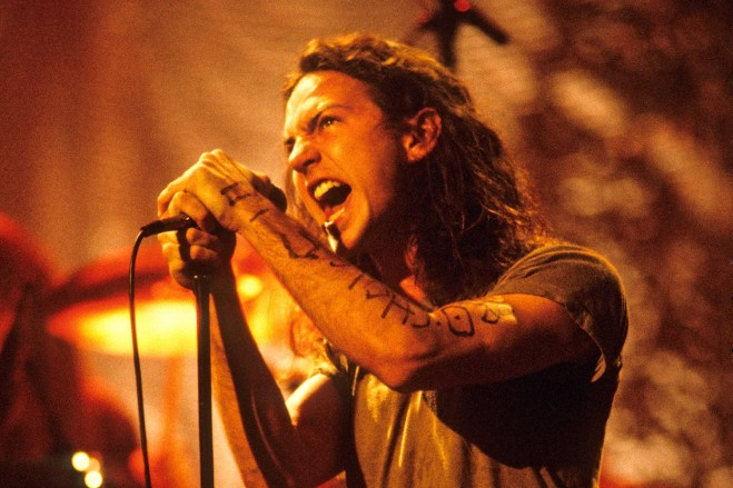 Pearl Jam's 1992 MTV Unplugged still rocks with righteous, relevant anger |  EW.com