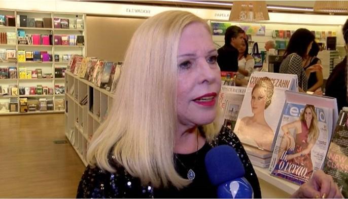 """Vanusa em entrevista ao """"TV Fama"""" (Foto: Fernanda Simão/RedeTV!)"""