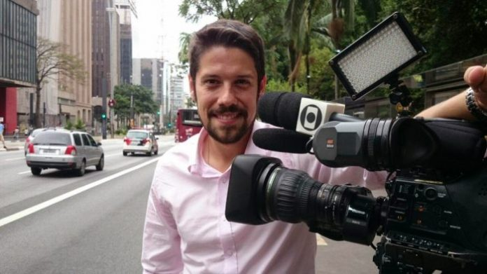 O jornalista Phelipe Siani no JN, da TV Globo <br data-recalc-dims=