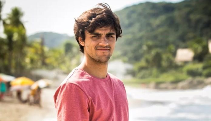 Felipe Simas nos bastidores de O Tempo Não Para. (Foto: João Miguel Junior/Globo)