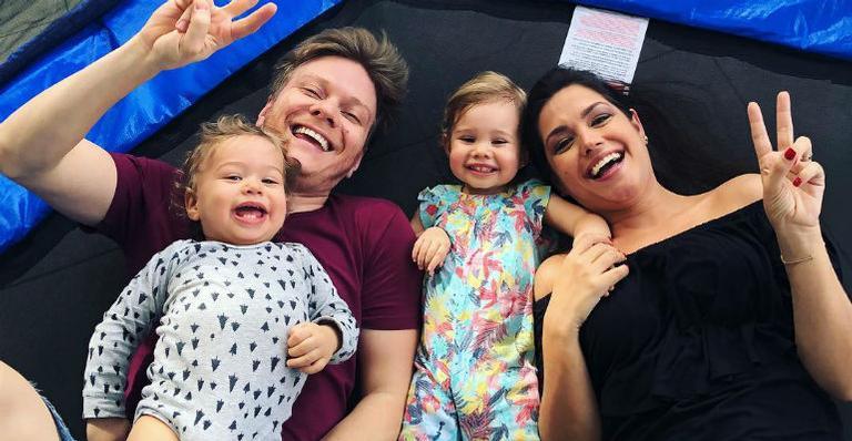 Thais Fersoza e Michel Teló e os dois filhos (Foto: Reprodução/Instagram)