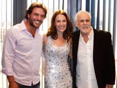 Francisco Cuoco, Carolina Ferraz e Rodrigo Lombardi em O Astro, 2011