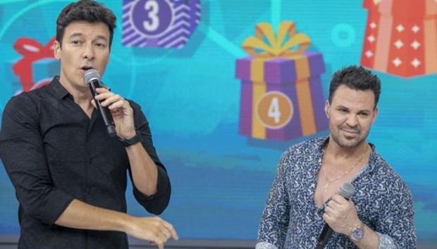 Rodrigo Faro com Eduardo Costa em seu programa (Foto: Edu Moraes/Record)