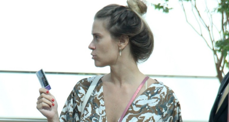 Carolina Dieckmann em shopping no Rio (Foto: AgNews)