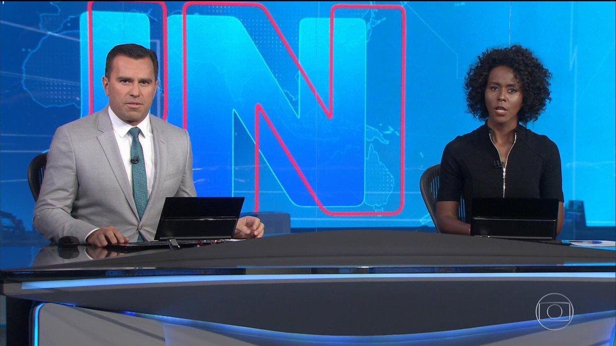 Maju Coutinho fez sua estreia na bancada do Jornal Nacional (Foto: TV Globo)