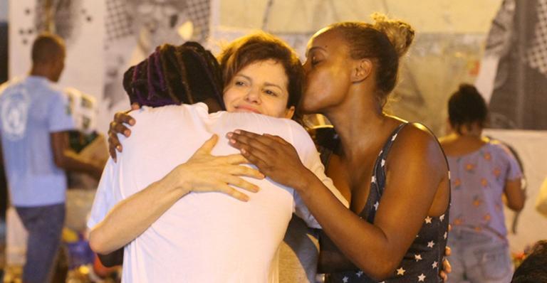Débora Bloch foi recepcionada por Roberta Rodrigues e Jonathan Azevedo (Foto: AgNews)