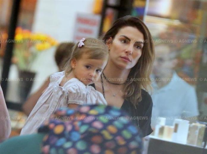 Mel Frockoviack com a filha, Nina (Foto: Thiago Martins/AgNews)