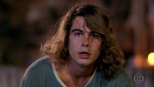 João (Rafael Vitti) em cena de Verão 90 (Foto: Reprodução/Globo)