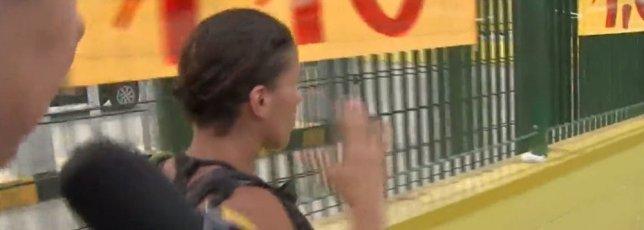 Mãe de atirador em entrevista (Foto: Reprodução)