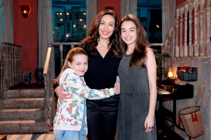 Fernanda da conselhos para as filhas em As Aventuras de Poliana