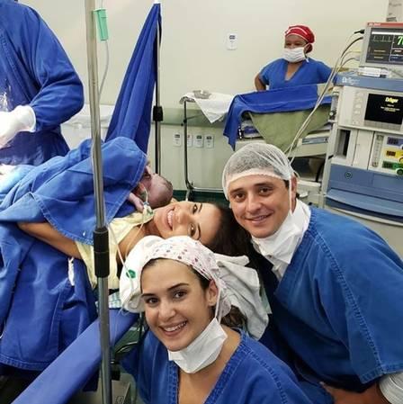 Fael e esposa no centro cirúrgico (Foto: Reprodução/ Instagram)