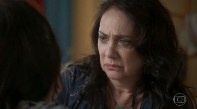 Rania (Eliane Giardini) em cena na novela da Globo Órfãos da Terra