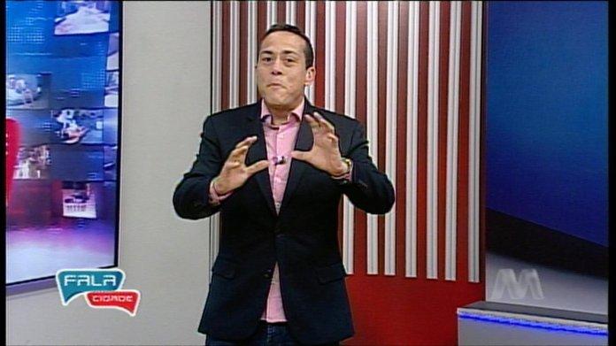 O apresentador do programa da Band, Victor Freitas (Imagem: Reprodução)