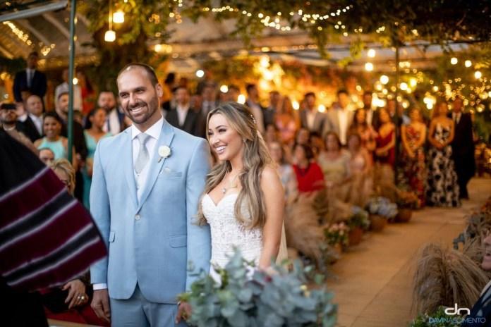 Eduardo Bolsonaro e a esposa, Heloísa Wolf, em casamento (Foto: Divulgação/Davi Nascimento)