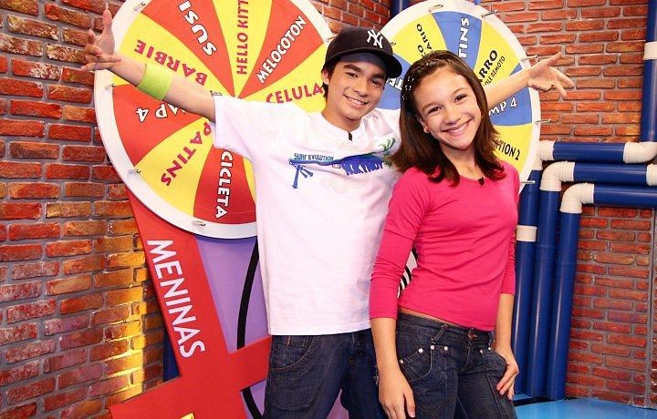 Yudi Tamashiro e Priscilla Alcântara enquanto apresentadores do Bom Dia e Cia do SBT
