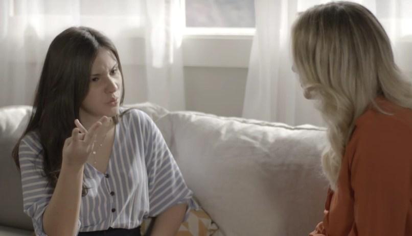 Milena (Giovanna Rispoli) fica confusa com o atrito e mal-estar entre seus pais em Malhação Toda Forma de Amar da Globo