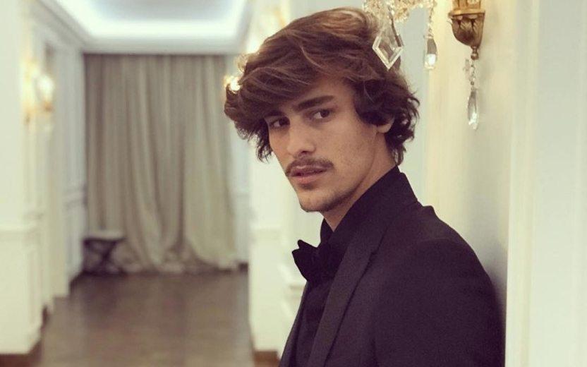 O ator Bruno Montaleone foi flagrado com um amigo após se separar de Sasha (Foto: Reprodução)