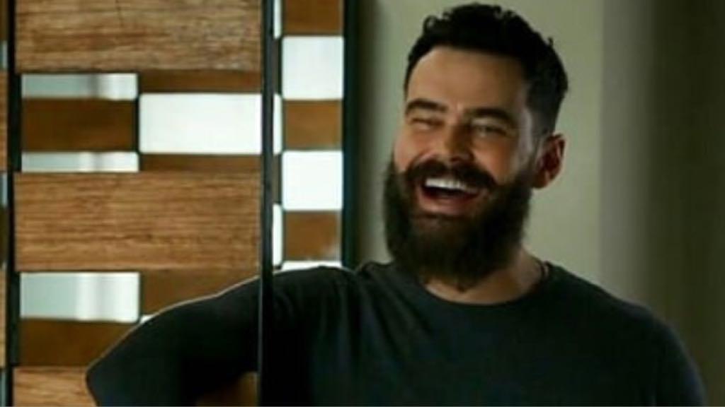 Carmo Dalla Vecchia, da Globo, diz que tem vários namorados e pede nude para seguidor (imagem: reprodução)