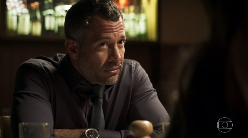 Agno (Malvino Salvador) dará uma fortuna de mão beijada para Fabiana (Nathalia Dill) em A Dona do Pedaço da Globo