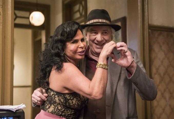 Gina (Gretchen) e Eusébio (Marco Nanini) em A Dona do Pedaço (Foto: Globo/João Miguel Júnior)