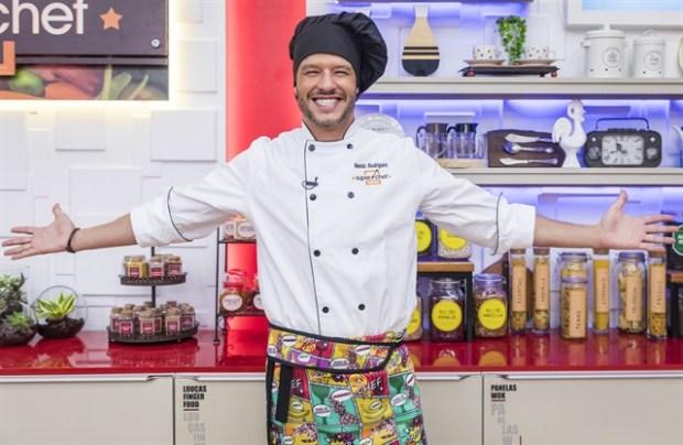Nando Rodrigues é o campeão da 8ª temporada do Super Chef Celebridades no Mais Você (Foto: Globo/Paulo Belote)