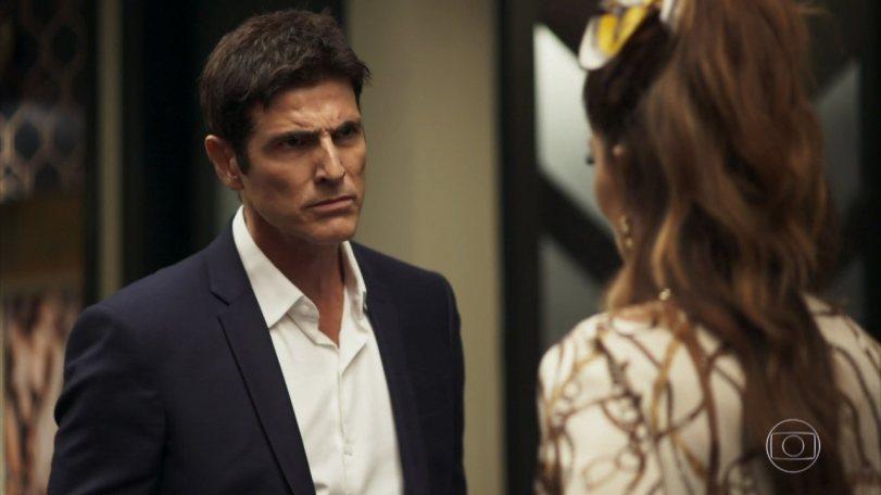 Régis (Reynaldo Gianecchini) se enfurece em A Dona do Pedaço da Globo