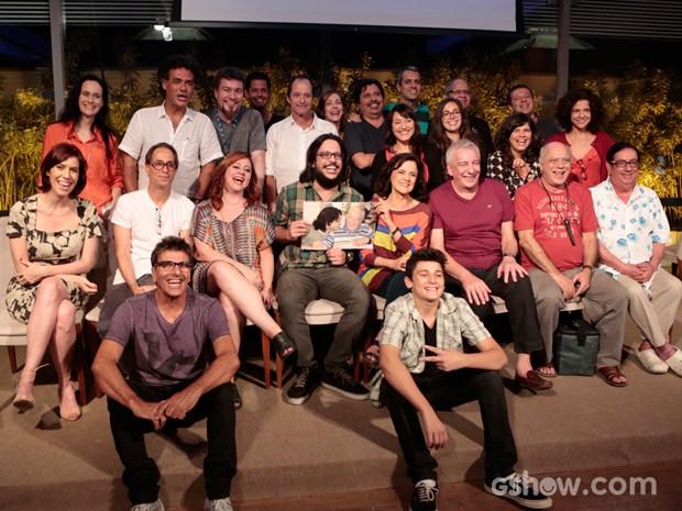 Vinicius Moreno e o elenco de A Grande Família na despedida da série em 2012. Foto: Reprodução