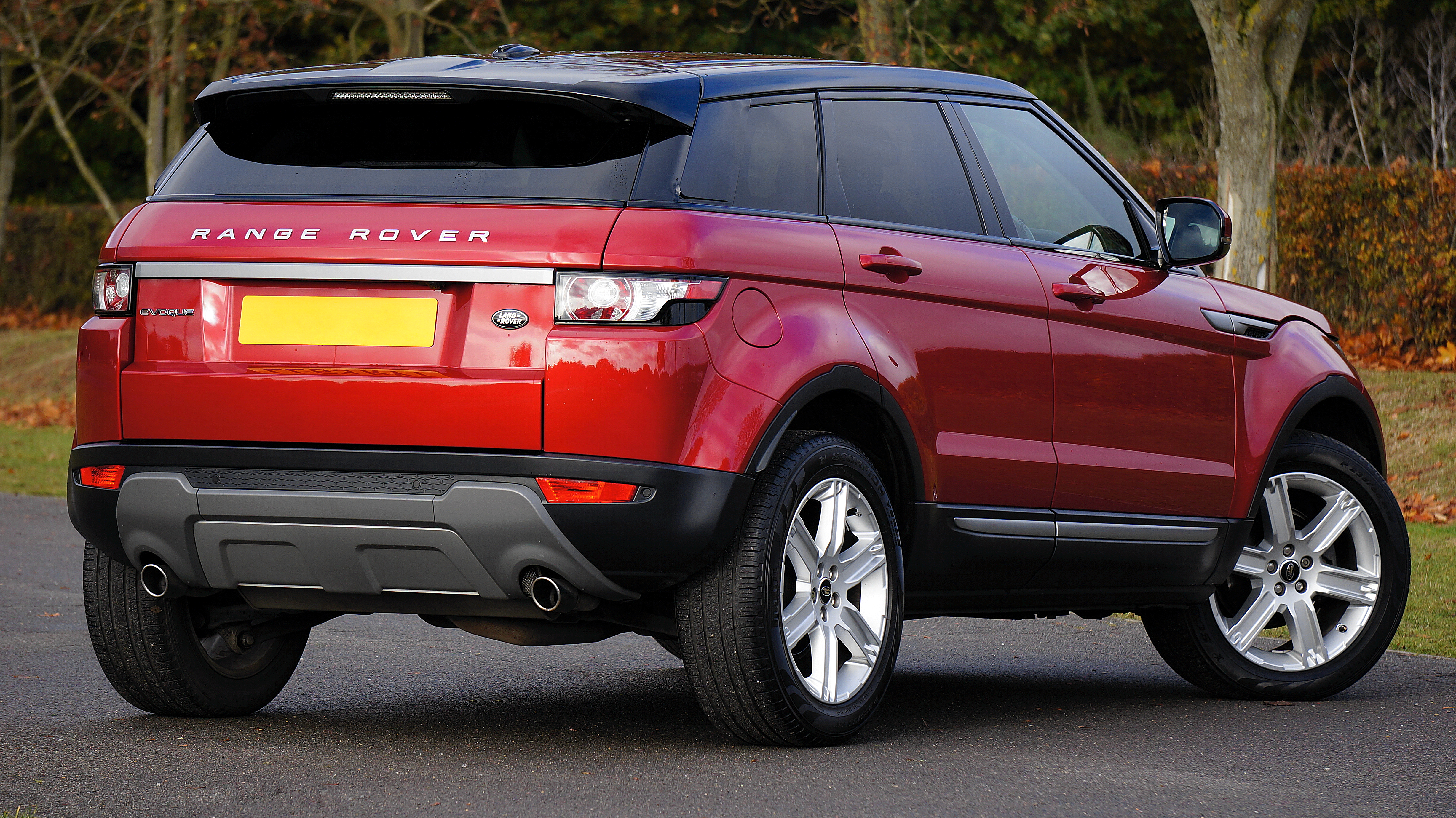 Red Land Rover Range Rover · Free Stock