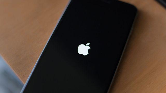 apple-ios-update-apple-logo-iphone-6s-plus